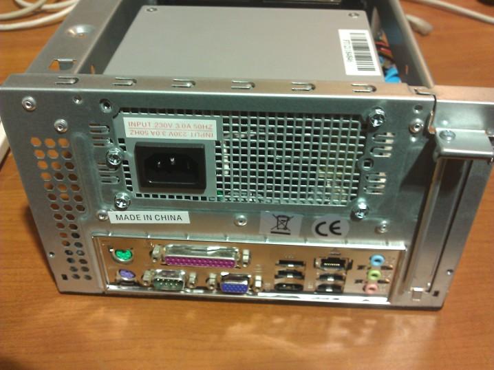 Flash NAS adattároló rendszer hátsó panel