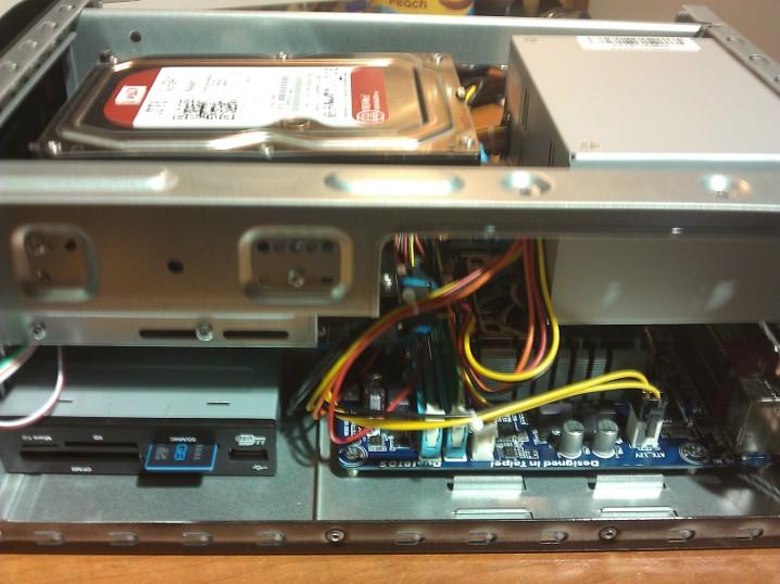 Flash NAS adattároló egység, SD kártyáról induló rendszerrel